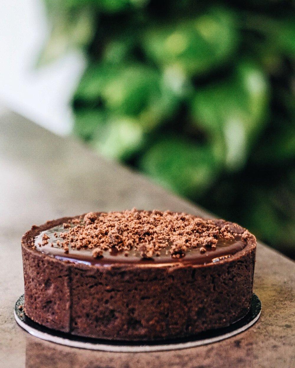 4 texture chocolate cake
