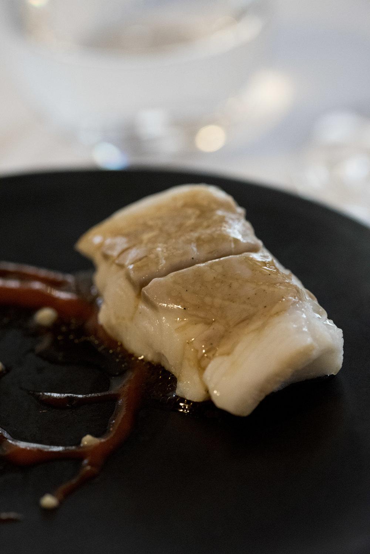 Bacalao confitado con pimiento rojo a la llama y mousse de ajo, Sao Barcelona  Photo © Barcelona Food Experience