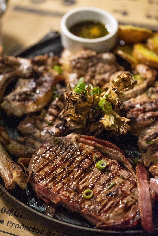 Mixed meats (graellada) at Pirineu en Boca, Barcelona