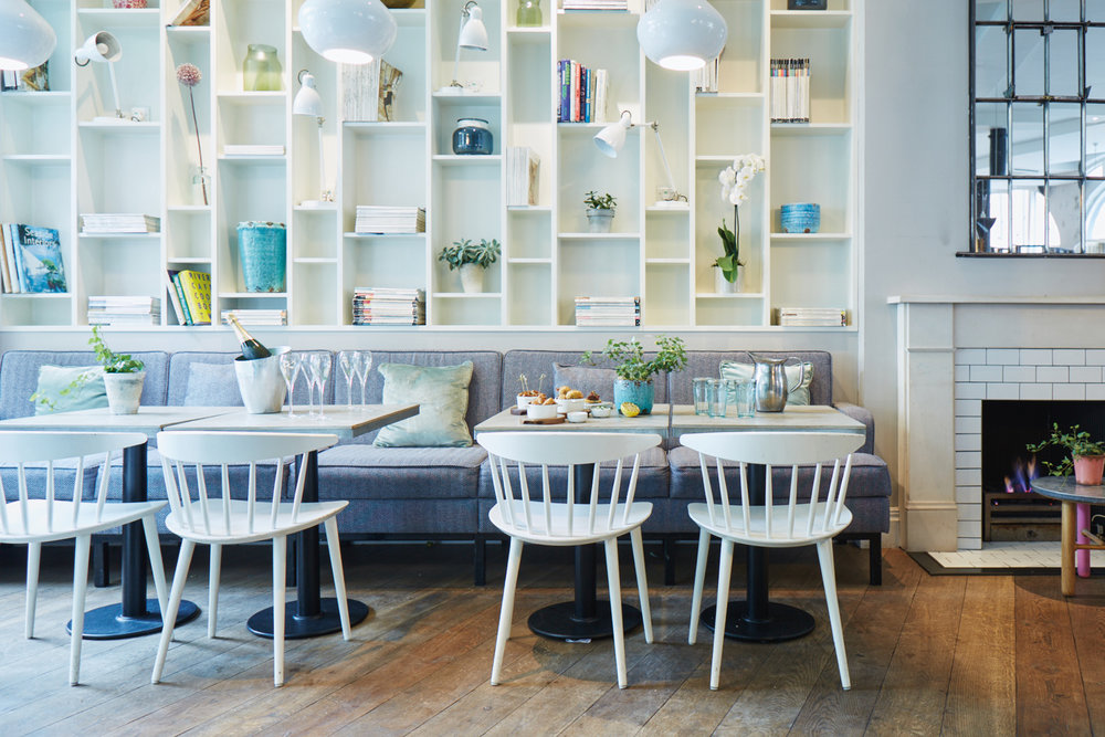 BOOKSHELVES - Dining for up to 10 guests and drinks for up to 50