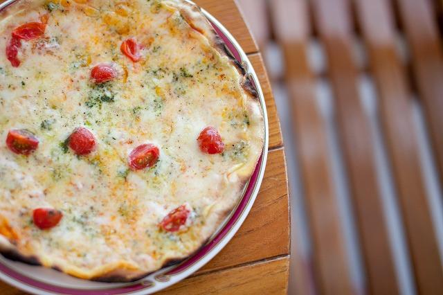 tomatobasilpizza1.jpg