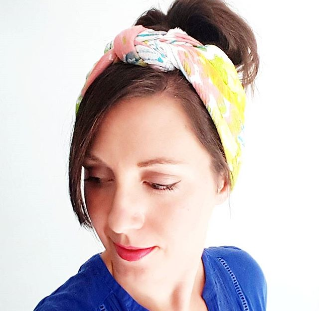 Wanna join my class at @thenestreno this Saturday? We're making super cute-n-classy hand painted headscarves 😉 Sign up at the link in my bio for the early bird rate! P.s. there's also a giveaway (linked in the class description)!