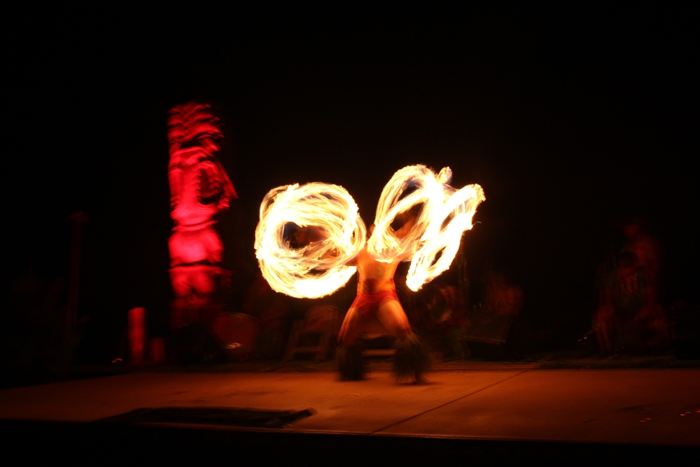 Big Chiefs Lu'au Fire Dancer