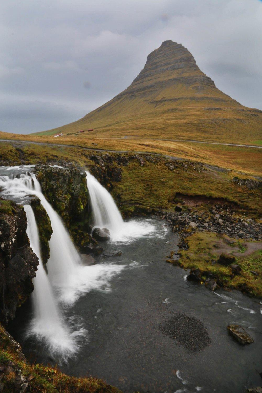 Kirkjufellsfoss Waterfall & Kirkjufell