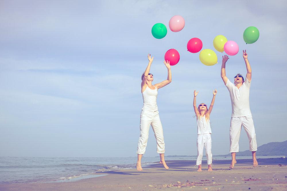 EGT pic famille plage balon.jpg