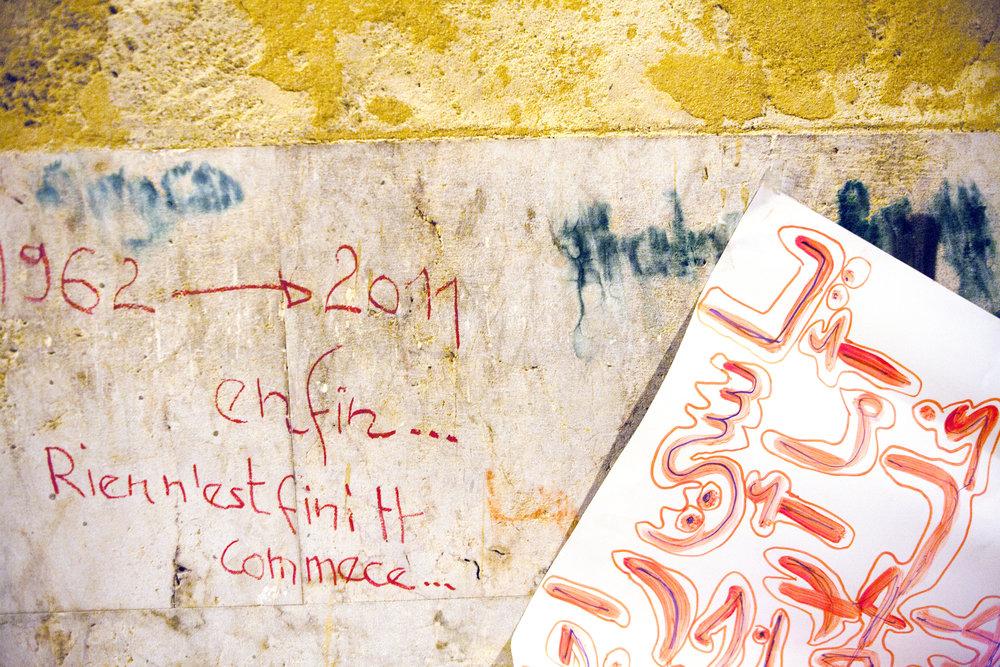Inscription murale pendant le mouvement de la Kasbah de la révolution tunisienne. Tunis. Tunisie. 2011.