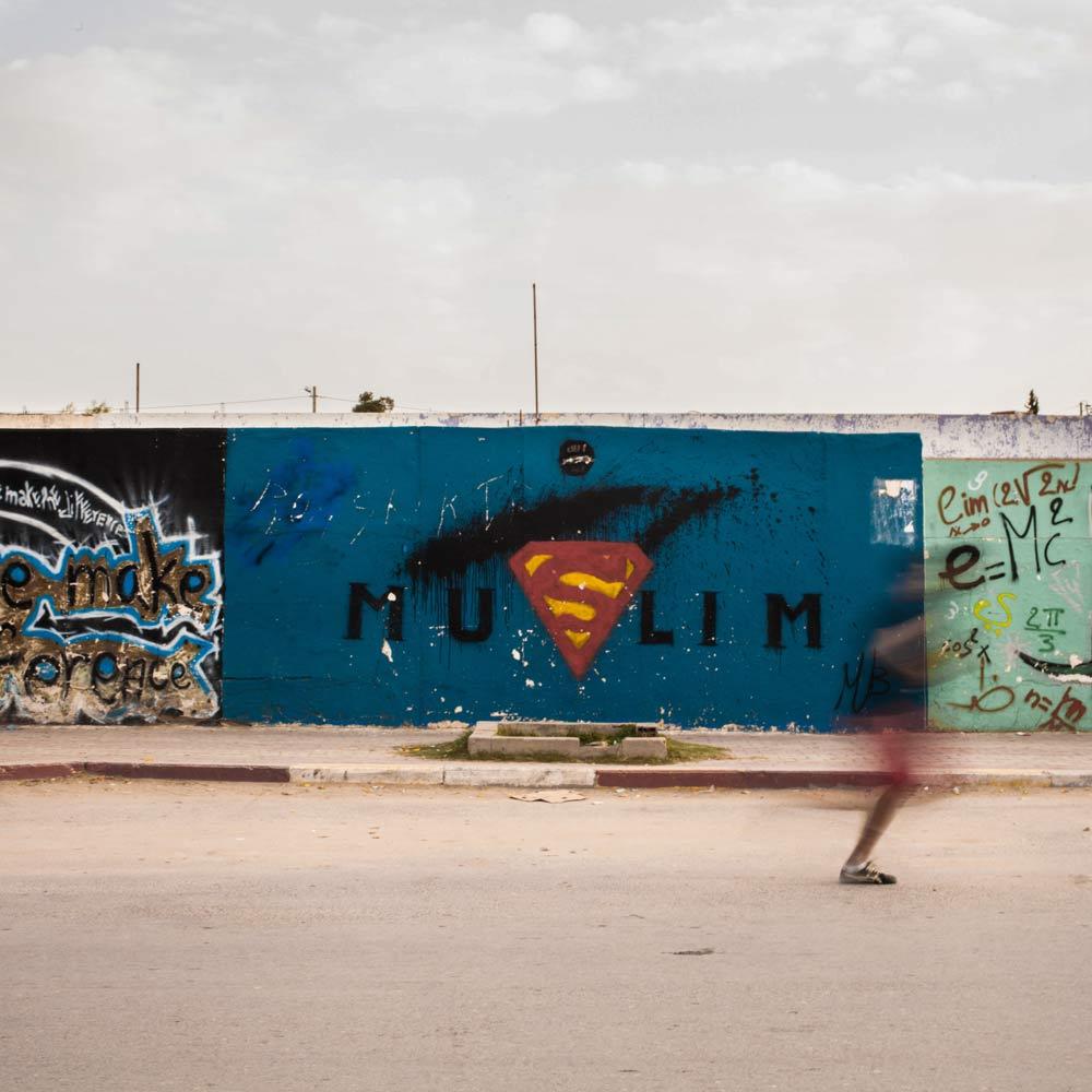 Mur dans le centre ville de Kasserine. Tunisie. 2014.