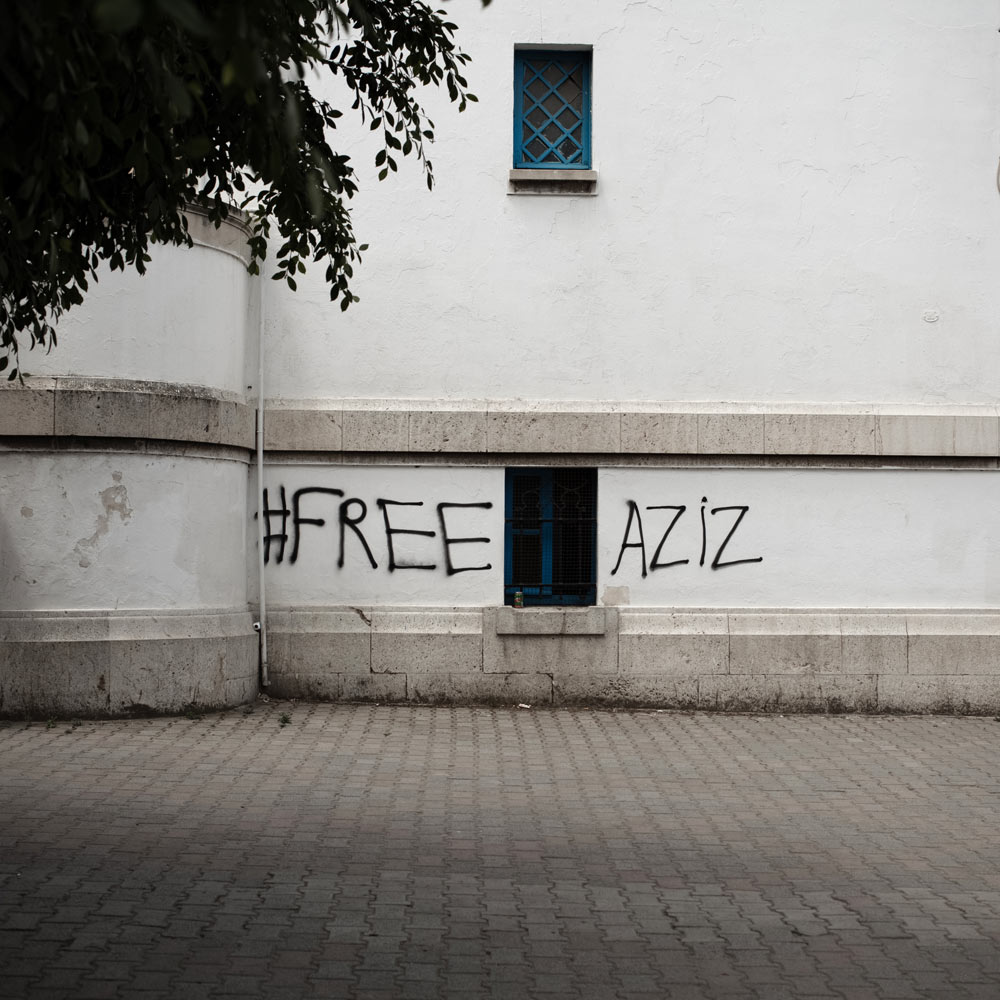 Tag de protestation sur les murs du tribunal de grande instance de Tunisie, pour soutenir l'activiste Aziz Amami,enfermé par la police pour détention de cannabis. Tunis.2014