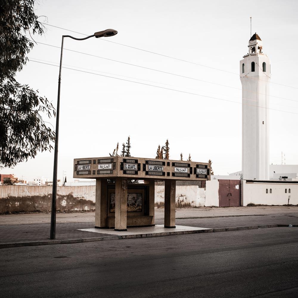 """Arrêt de Bus """"Liberté"""". Centre ville de Sidi Bouzid. Berceau de la révolution tunisienne. Tunisie. 2011."""