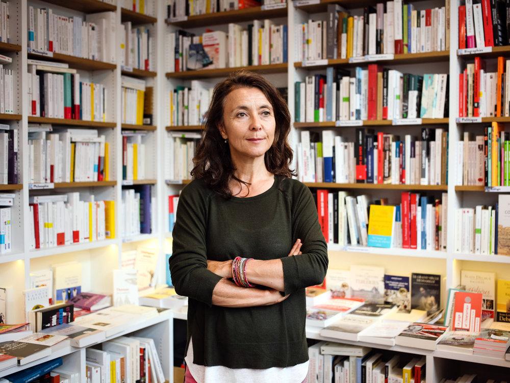 Catherine Gaultier dans la librairie Lajarrige, au centre ville de La Baule. Juillet 2017.