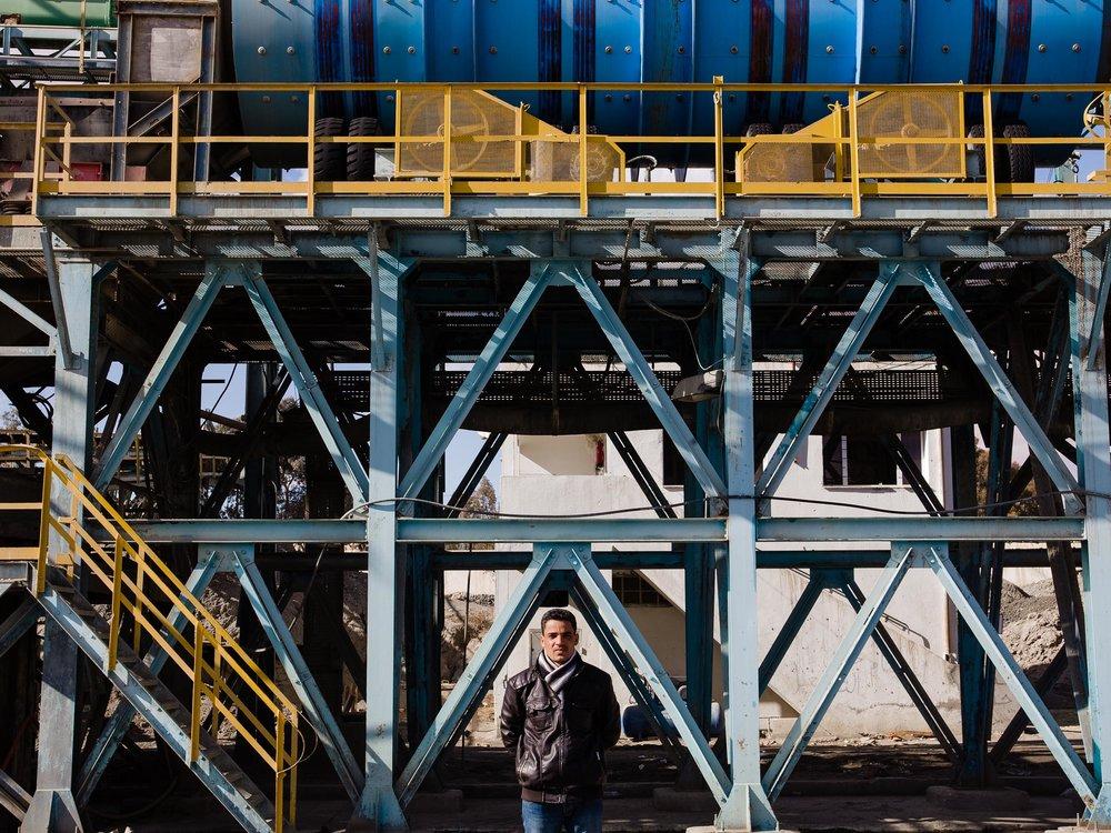 Un ouvrier dans une usine en grève de Redeyef. 2012.