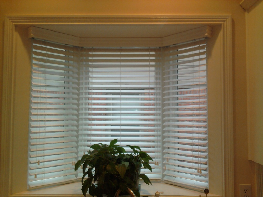 2 1_2 inch Faux Wood Blind Bay Window.jpg