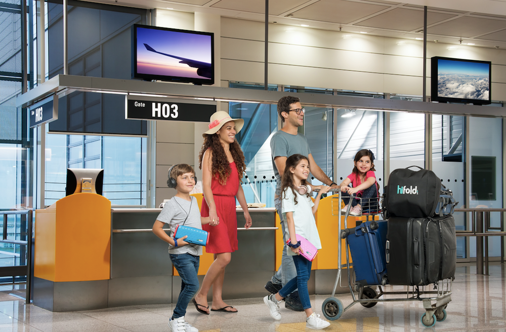 family_at_airport_with_hifold_and_background_jpg.png