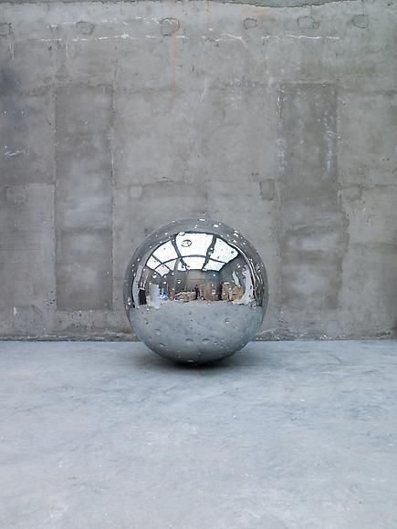 STEEL Moon, 2009       stainless steel  ø 150 cm
