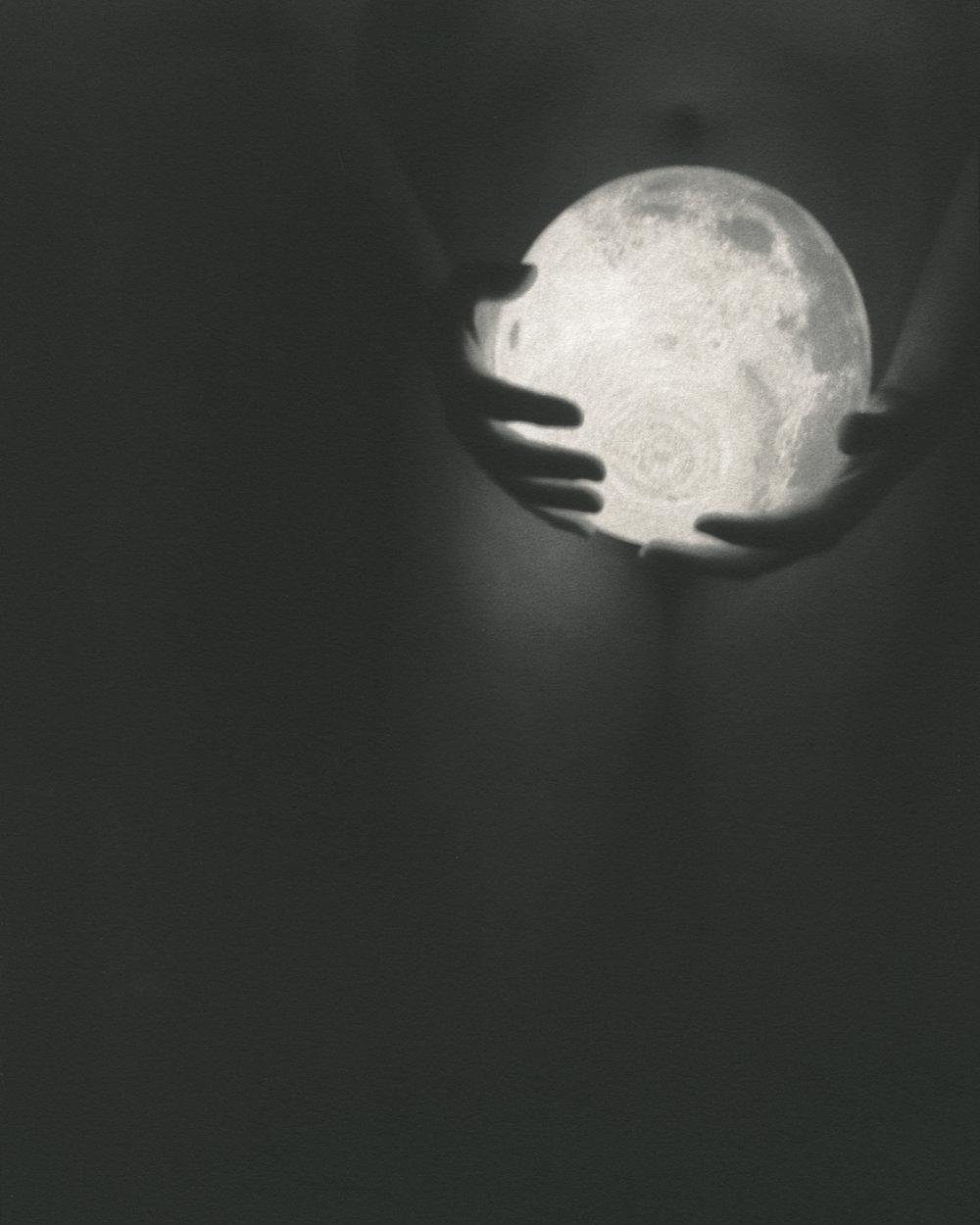 Moon Holder