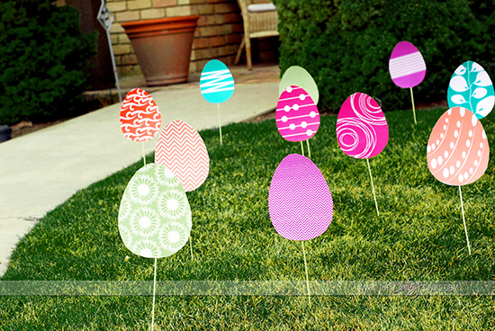 Hide Easter Eggs In Someones Yard For Their Very Own Egg Hunt Isnt That A Fun Idea The Photo Above Is From Dating Divas Youve