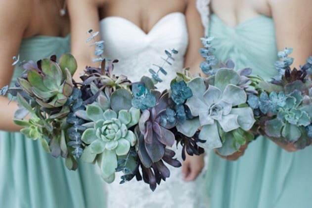 Loving these untraditional green and blueish bouquets