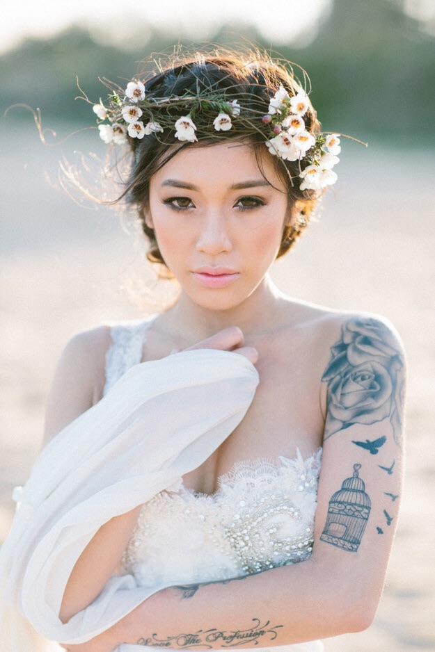 This one shouldered beauty gives free played to this gorgeous bride tattoos. No point in hiding anything!