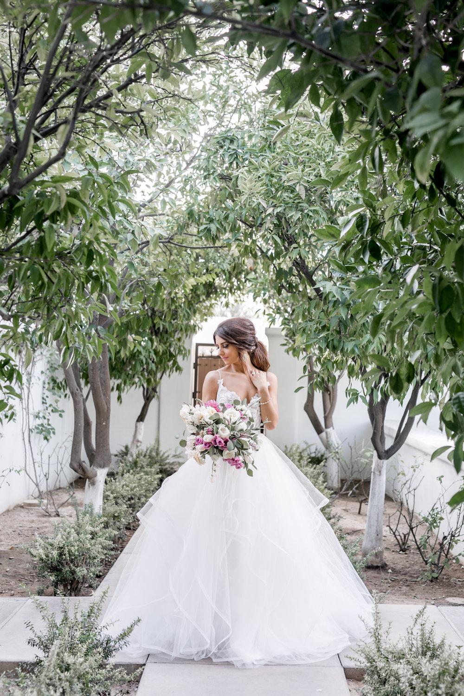el-chorro-bride-pink-bouquet.jpg
