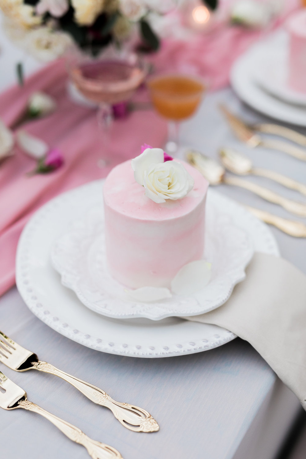 mini-wedding-cake-favor.jpg