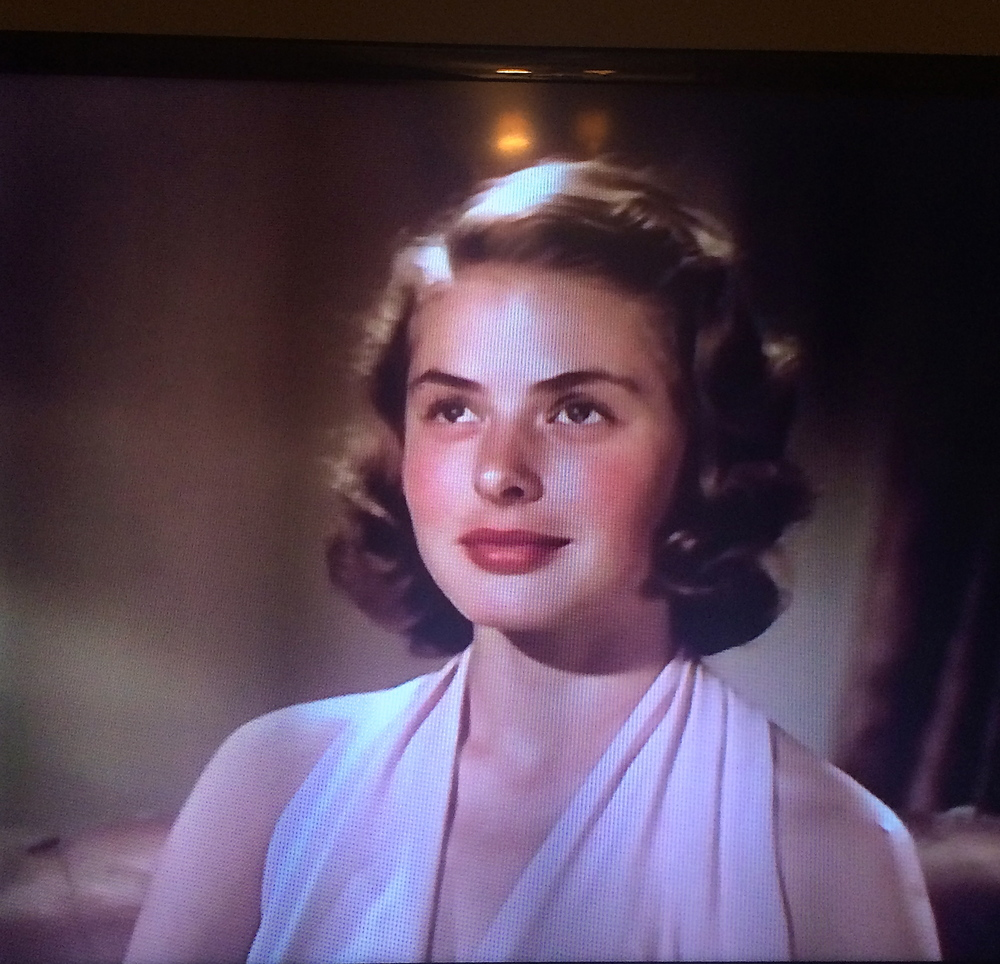 Behind the beautiful and classy face of the actrice, there are numerous passionate episodes. Capture from my TV screen showing  Je Suis Ingrid