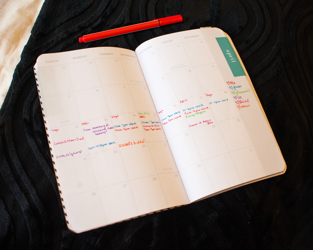 Learn how to use a bullet journal in your daily planner to stay organized and get more done!  from plantbasedbride.com