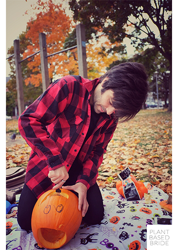 Jason carving his goofy pumpkin! @elizabethturn / plantbasedbride.com