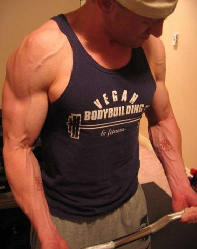 Robert Cheeke, Vegan Bodybuilder.  Image source: veganbodybuilding.com