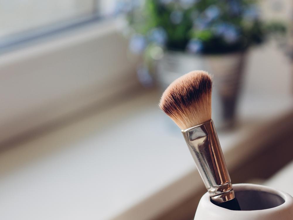 minimal vanity