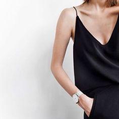 minimalist fashion // black on black