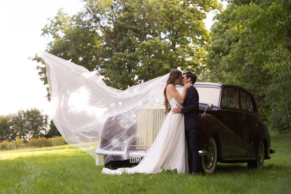 Flyaway veil! // Wedding photos by Karmel Kreative // Plant Based Bride