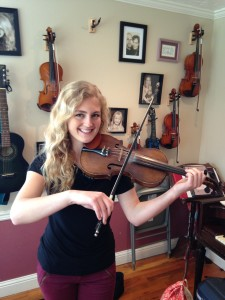 2015 Annabel Guptill with her Fiddle