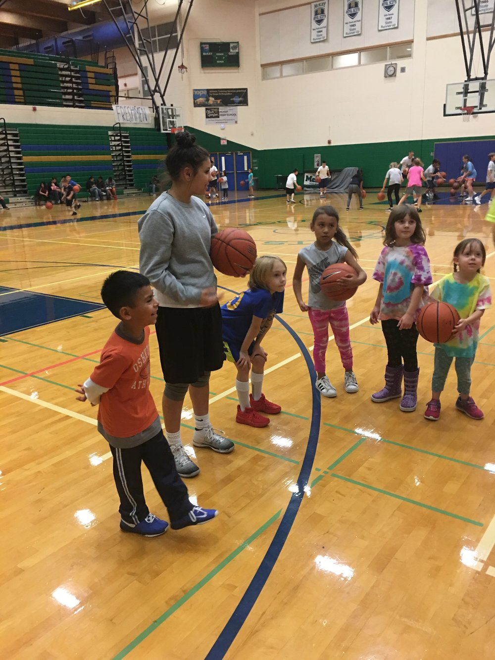 2017 - Leva volunteering at Salem Hoops Project. Photo by David Espinoza