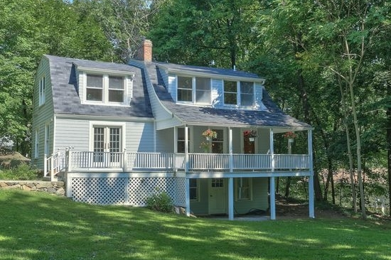 100 LAUREL HILL RD  CROTON ON HUDSON  LIST PRICE $429,000  SOLD PRICE $437,000  SOLD ON 12/01/17