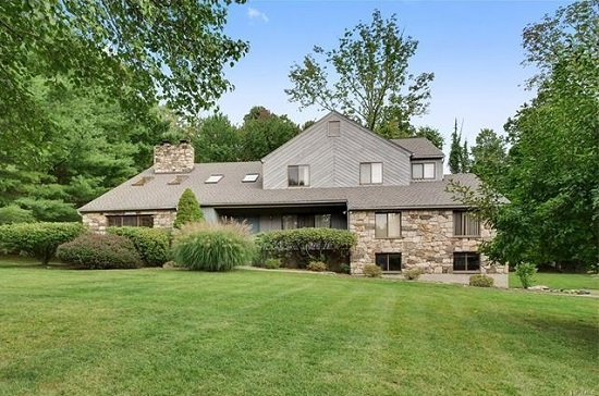 6 CHEROKEE CT  KATONAH  LIST PRICE $849,995  SOLD PRICE $775,000  SOLD ON 07/05/17