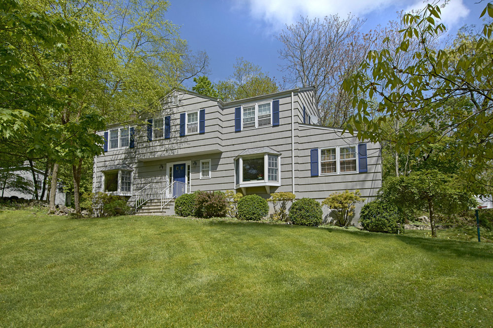 20 HILLTOP DR  CHAPPAQUA  LIST PRICE $800,000  SOLD PRICE $800,000  SOLD ON 07/19/18
