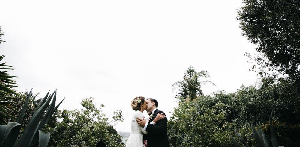 el charlie kissing.jpg