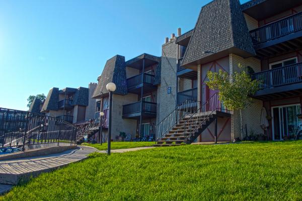 Chateaux Verde - 66 Unit Apartment Complex Mix of 1-3 bd Units