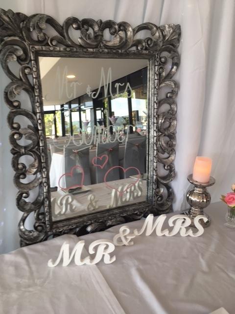 Mr & Mrs sign Mirror