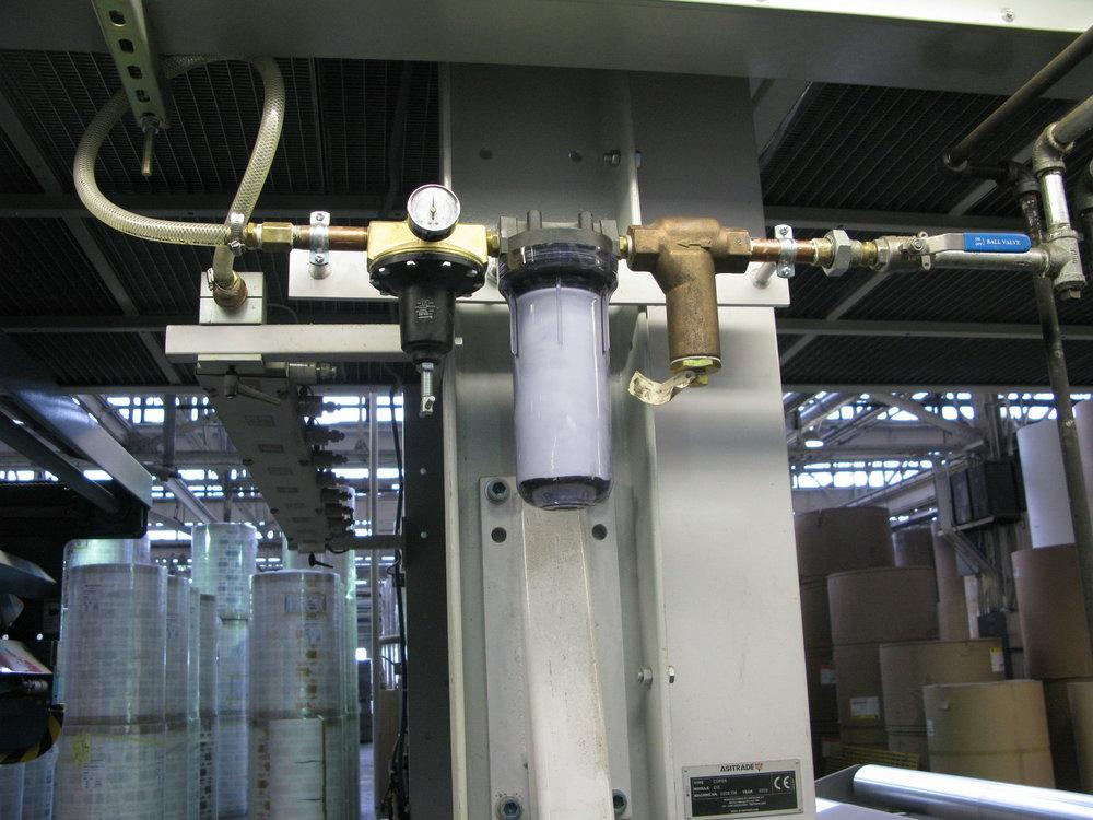 El suministro del equipo incluye dos niveles de filtro de microporo