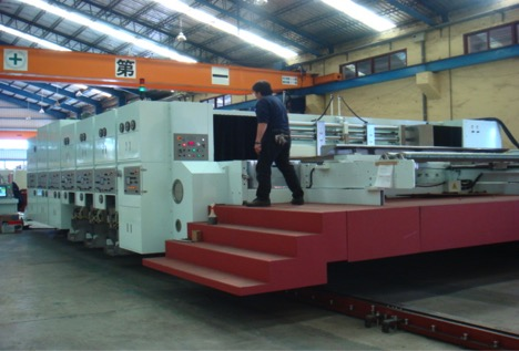 Latitude produce flexos en formato jumbo, incluyendo flexo folder gluers