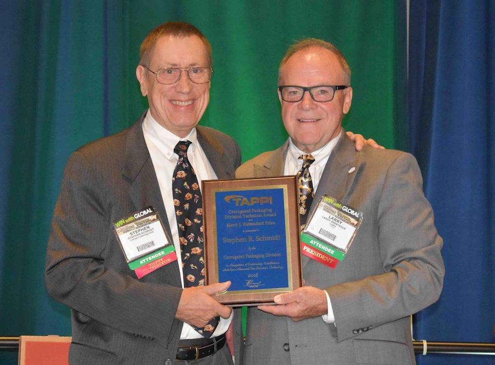 Steve Schmidt (izq.) y Larry Montague