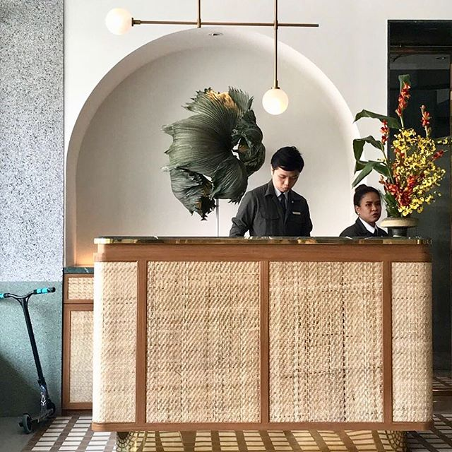 enter Straits Clan and you instantly receive a sense of calm. imaginative botanical palm sculpture by their floral concierge @thishumidhouse @straitsclan . . . #straitsclan #singapore #thestreetofclans #interiordesign #botanicaldesign #floral #floraldesign #southeastasia #reception #palms #interiors #floristsg #palmsculpture #creativecommunitysg #bukitpasoh