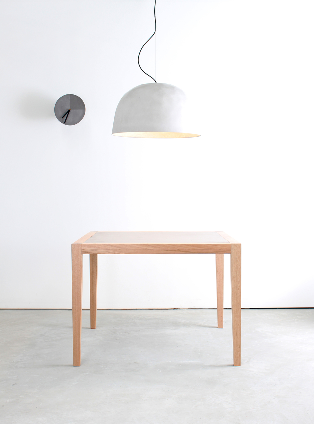 Snowi Concrete Pendant Light with Neli Dining Table