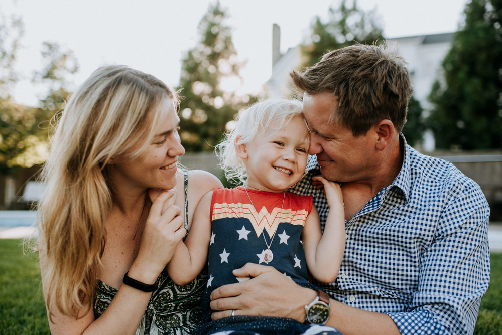 the hood family // family session at home