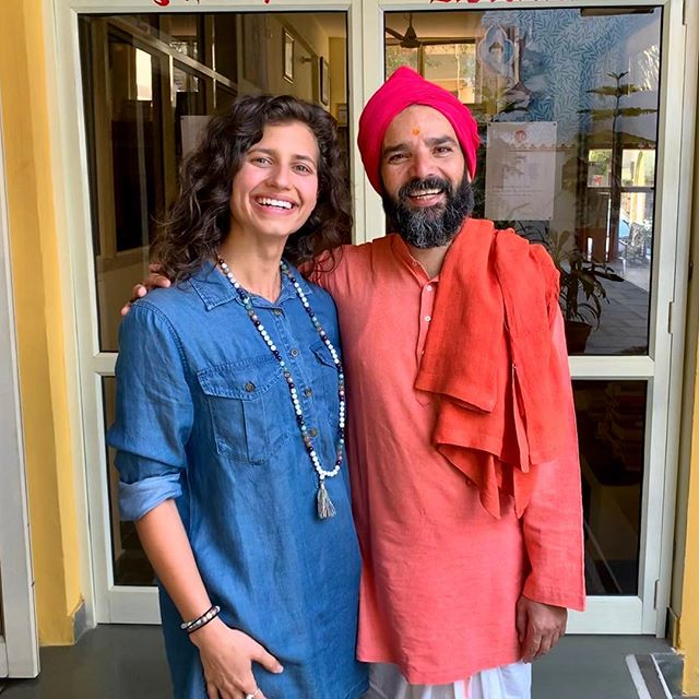 Find a teacher that you can truly admire. 🙏🏼 Yogrishi Vishvketu of Anand Prakash Ashram is such an incredibly inspiring human with an infectiously joyful spirit, a wealth of knowledge, a playful sense of humor, and an overflowing heart for charity. To be able to practice and learn from you is always an honor (and super fun!). Thank you for welcoming me to your ashram this year- I look forward to coming back soon! Namaste! (Another Happy Vegan Lion) 😜🌱🦁 ALSO: You can practice with him online at: akhandayogaonline.com  _____________________ #anandprakashashram #rishikesh #rishikeshyoga #rishikeshdiaries #india #travelwell #yogateacher #yogrishivishvketu #love #happyveganlion #compassion #inspire #inspiration #teacher #offthemat #yoga #yogini #wanderlust #bschool #internationalyoga