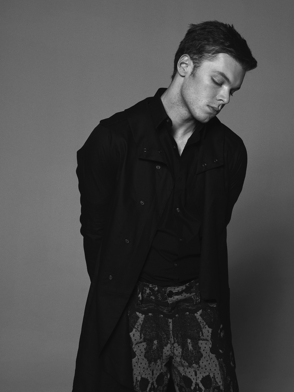 Jacket: UMASAN / Shirt: Calvin Klein / Pants: Mister Triple X