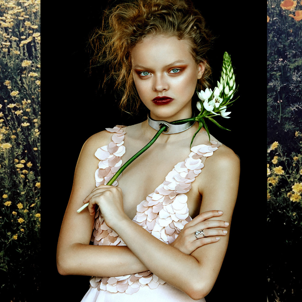 Dress : Quin /  Choker : Zana Bayne /  Ring : Gold Philosophy