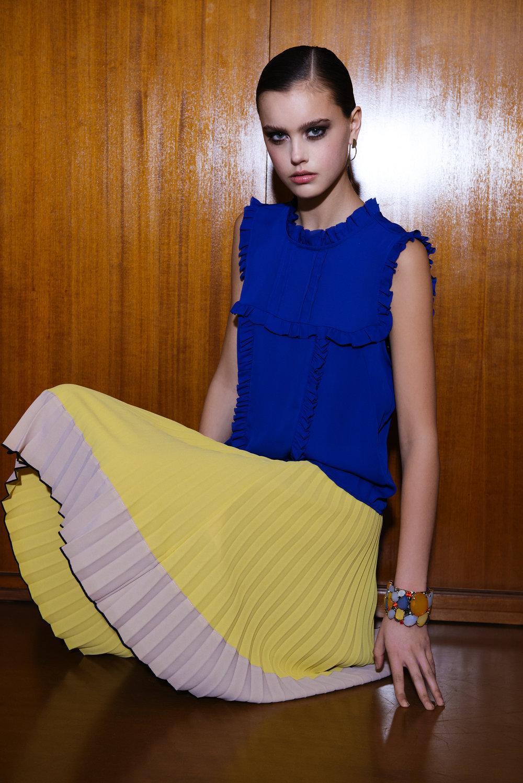 Top: Souvenir / Skirt: Cristina Effe / Bracelet: Sharra Pagano
