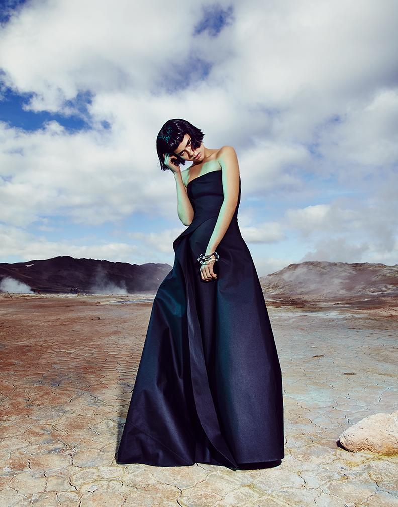 Dress: Calvin Klein / Bangle: PLUMA